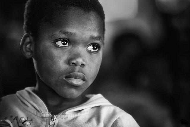 アフリカ:新型コロナ感染加速、検査キット供給が課題
