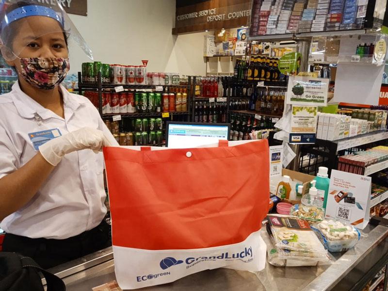 インドネシア:スーパーでレジ袋禁止に マイバッグなど使用促進