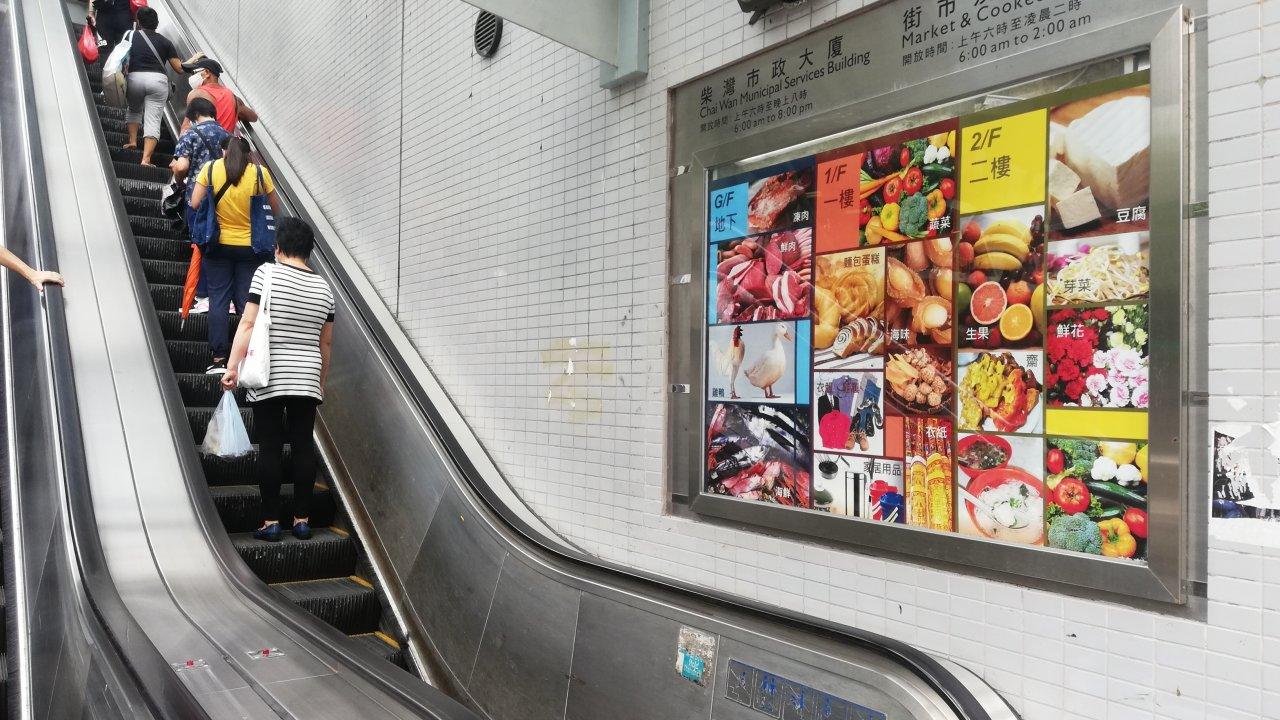 香港:街市のエスカレーターの細菌増加