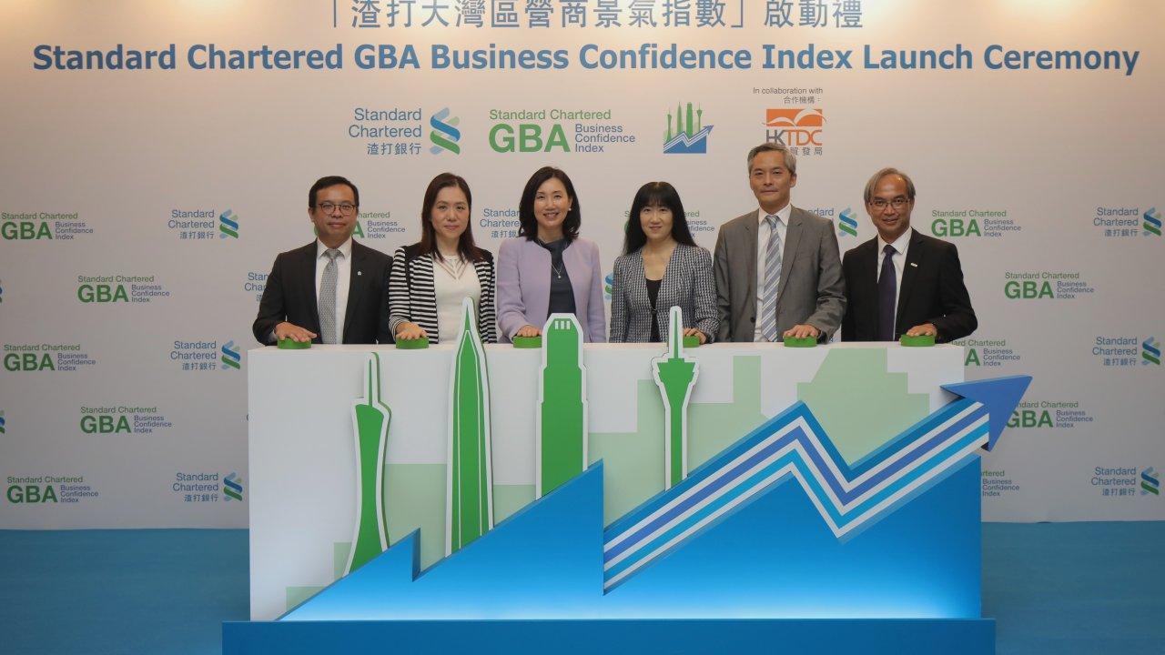 香港:新型コロナ第3波で経済回復に打撃