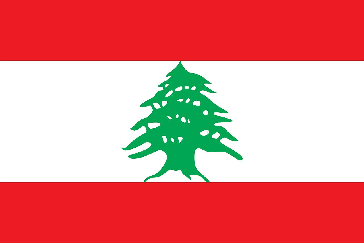 レバノン:大規模爆発のレバノン首都、反政府デモで100人以上が負傷