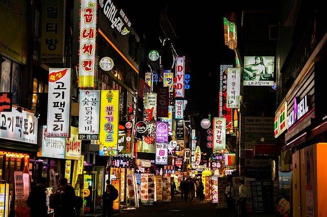 韓国:新型コロナ新規感染が5日連続で3桁台 教会関係者を追跡