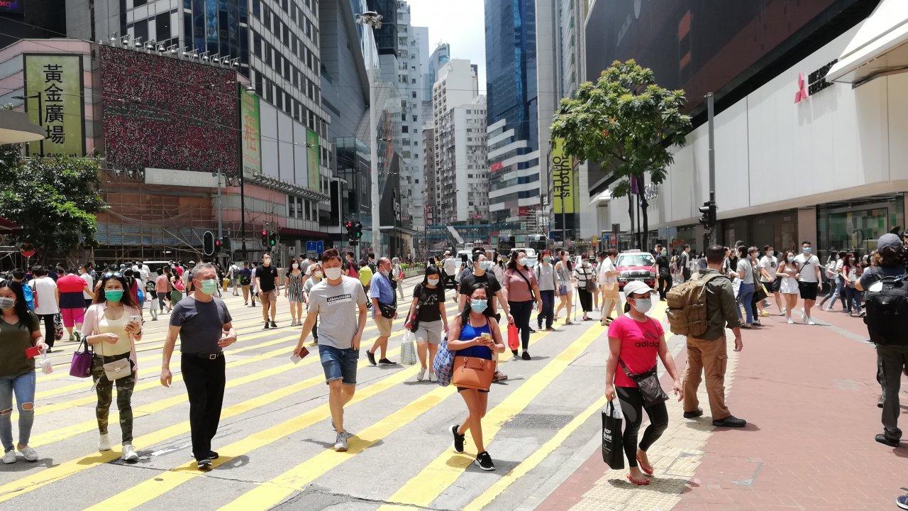 香港:譚仔雲南米線がオリジナルの傘販売