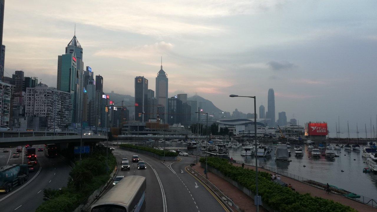香港:台風16号、60年来で最も遠距離