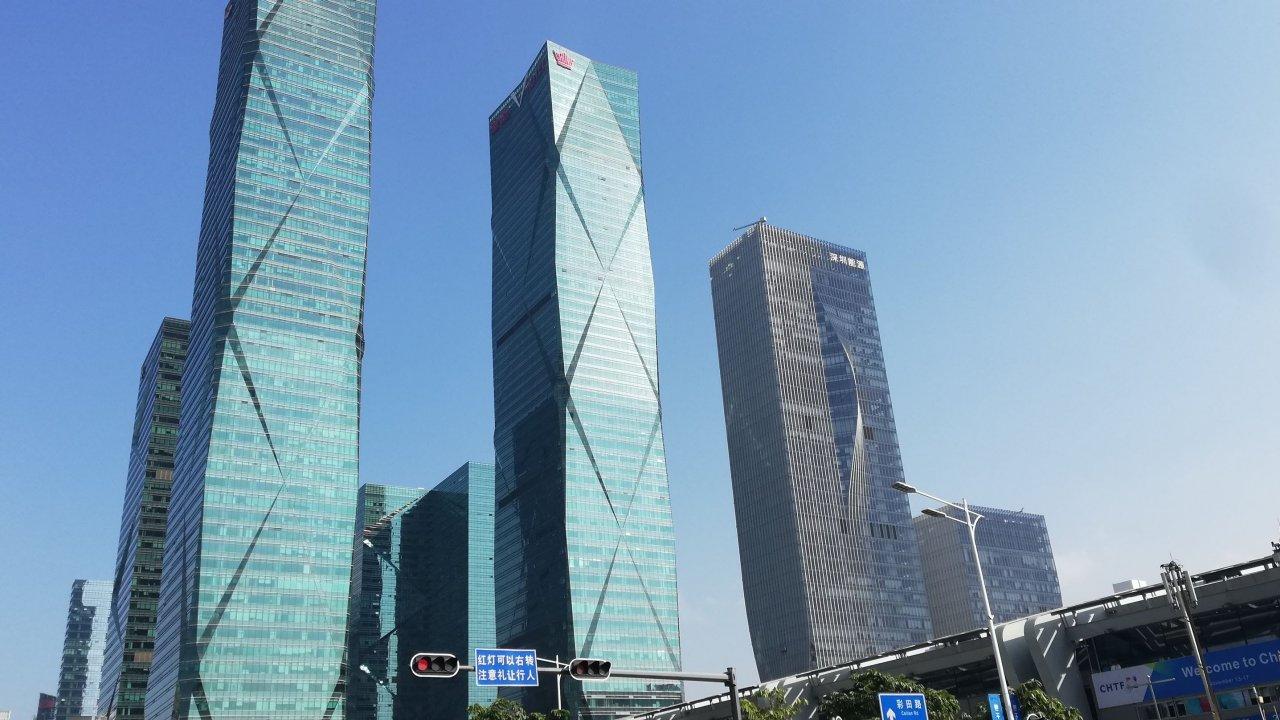 香港:深センの防疫引き締めで入境者減少