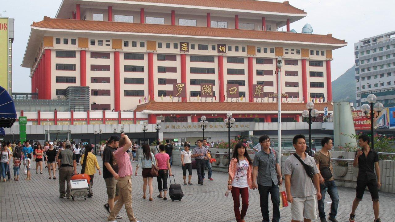 香港:中国本土住民の来港は検疫免除に