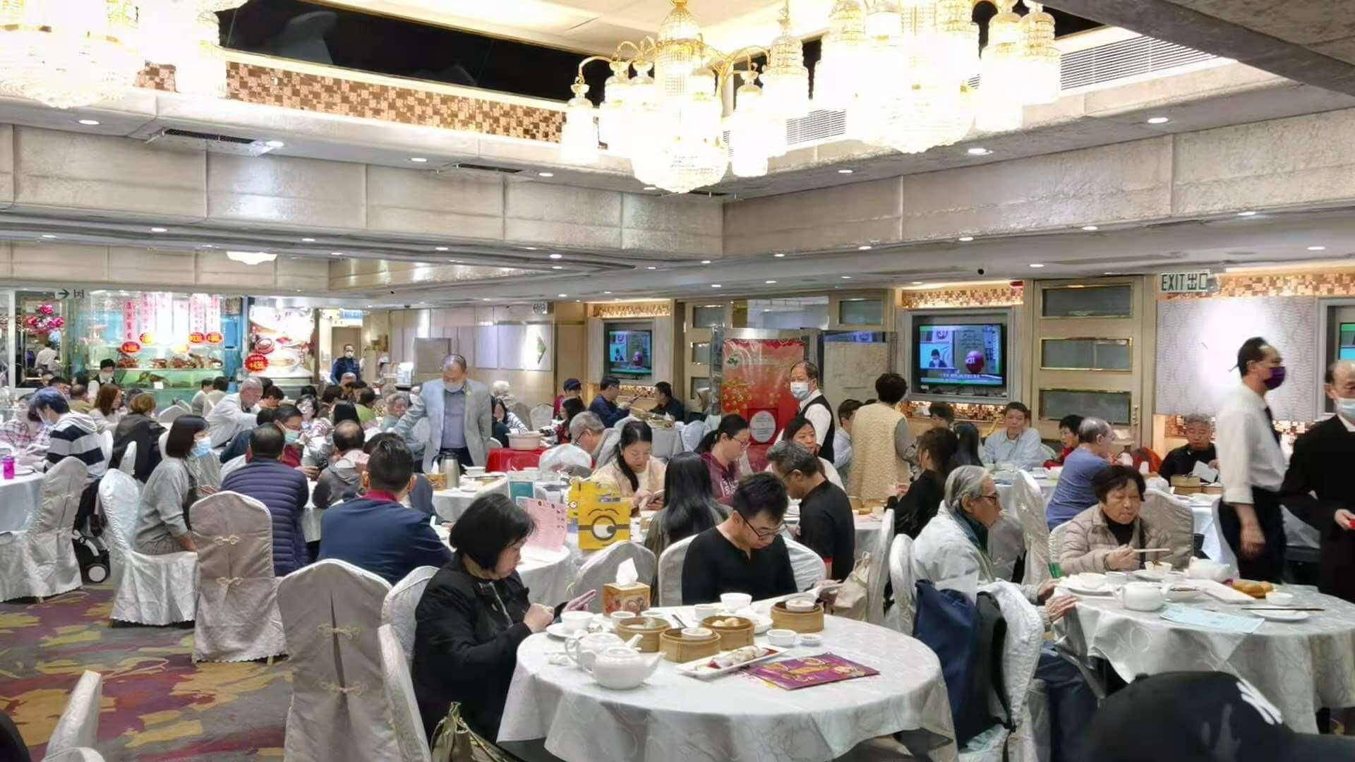 香港:店内飲食が午前2時まで緩和へ