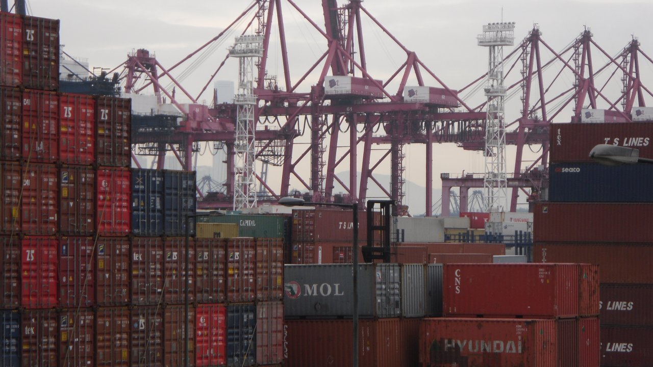 香港:コンテナ取扱量、2月は10%減