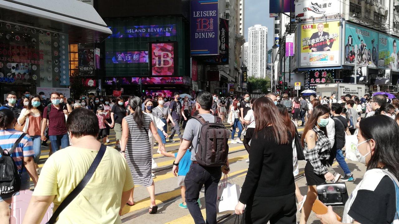 香港:市民の40%がコロナで収入減