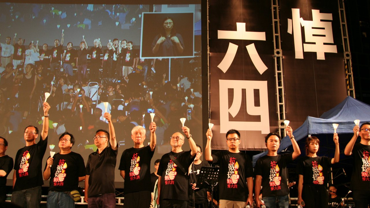 香港:天安門事件の再評価支持が13%減