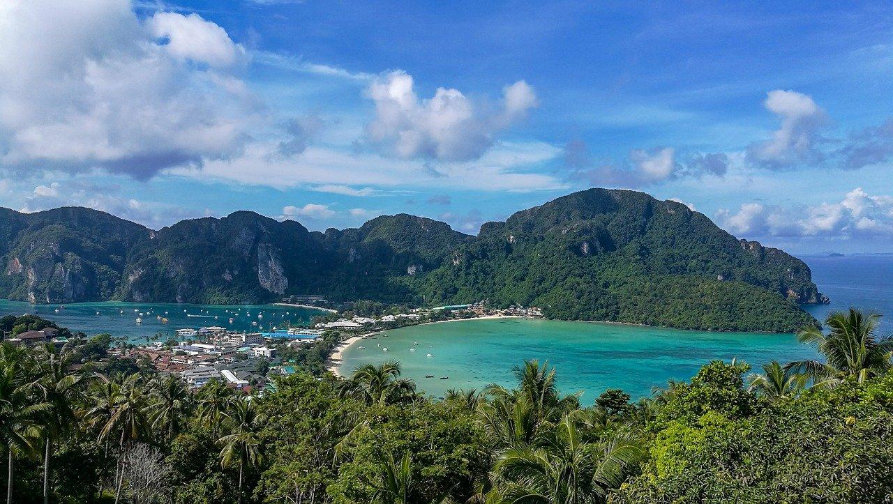 タイ:プーケットの歓楽施設は取締り